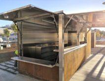 kiosko kiosko con acabado exterior en acero corten e interior en inox